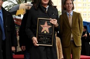 Anjelica Huston : après plus de 30 ans de carrière... elle décroche son étoile sur Hollywood Boulevard !