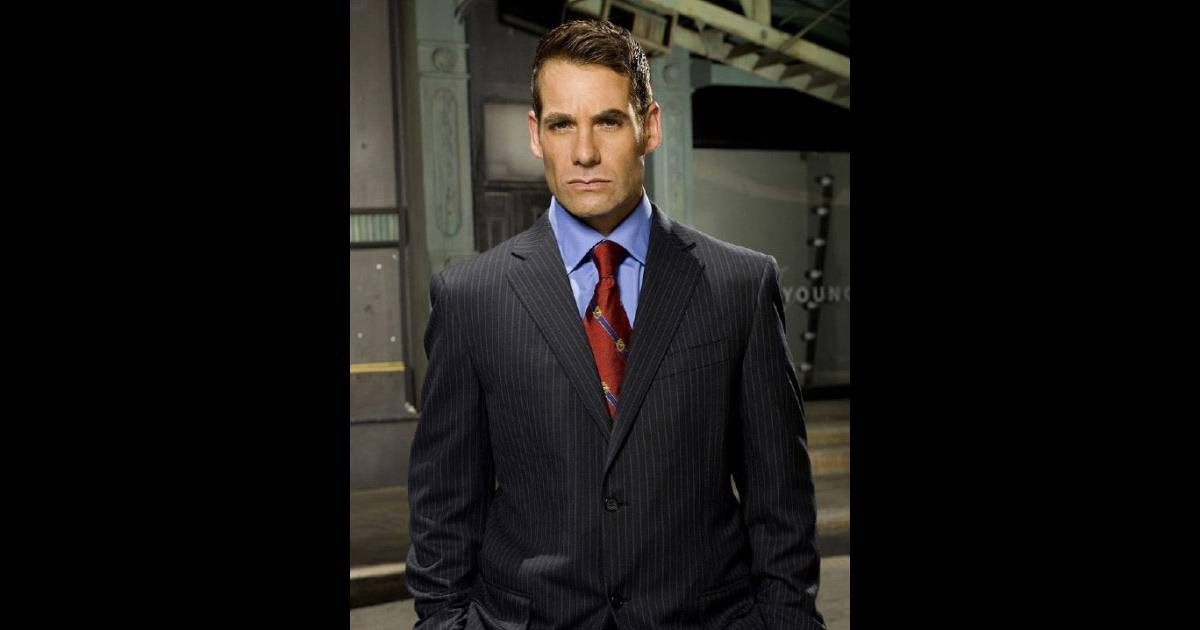 adrian pasdar de heroes arr t pour conduite en tat d. Black Bedroom Furniture Sets. Home Design Ideas