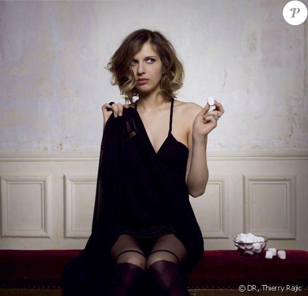 Amandine Bourgeois a dévoilé le clip de Du Temps, avec Michel Crémadès