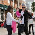 Cam Gigandet, accompagné de sa chérie Dominique et de sa petite Everleigh Ray, font du shopping sur Beverly Hills, le 2 février 2010.