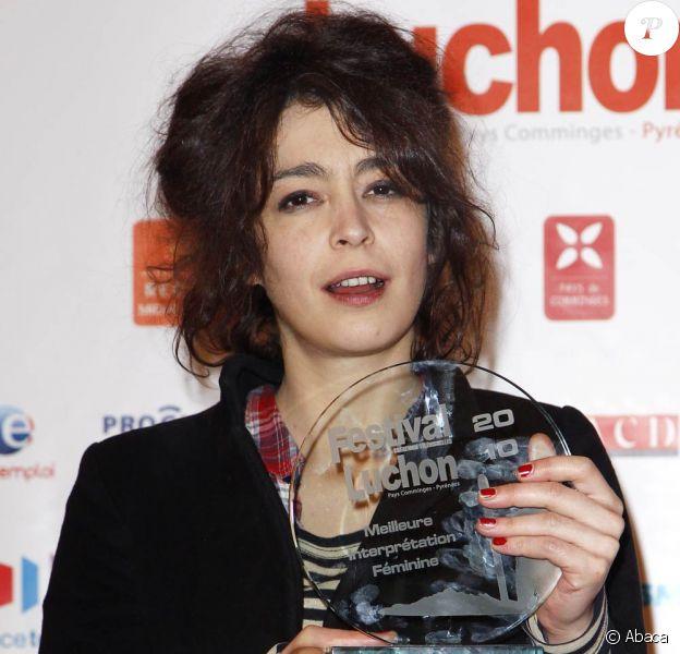 Adrienne Pauly récompensée pour son rôle dans La tueuse, à l'occasion de la cérémonie de clôture du 12e Festival de Luchon, le 6 février 2010.