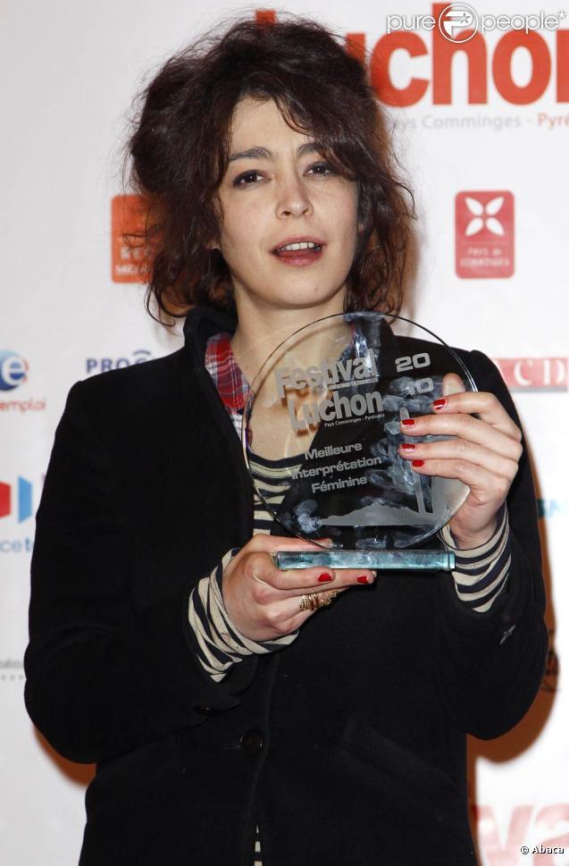 Adrienne Pauly récompensée pour son rôle dans  La tueuse , à l'occasion de la cérémonie de clôture du 12e Festival de Luchon, le 6 février 2010.