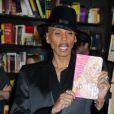 RuPaul dédicace son nouveau livre à New York, le 5 février 2010 !