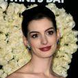 Anne Hathaway à la première de Valentine's Day le 8 février à Los Angeles