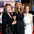 Shirley MacLaine, Julia Roberts et Emma Roberts à la première de Valentine's Day le 8 février à Los Angeles
