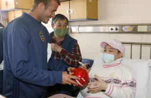Photos : En Chine, David Beckham rend visite aux enfants hospitalisés...