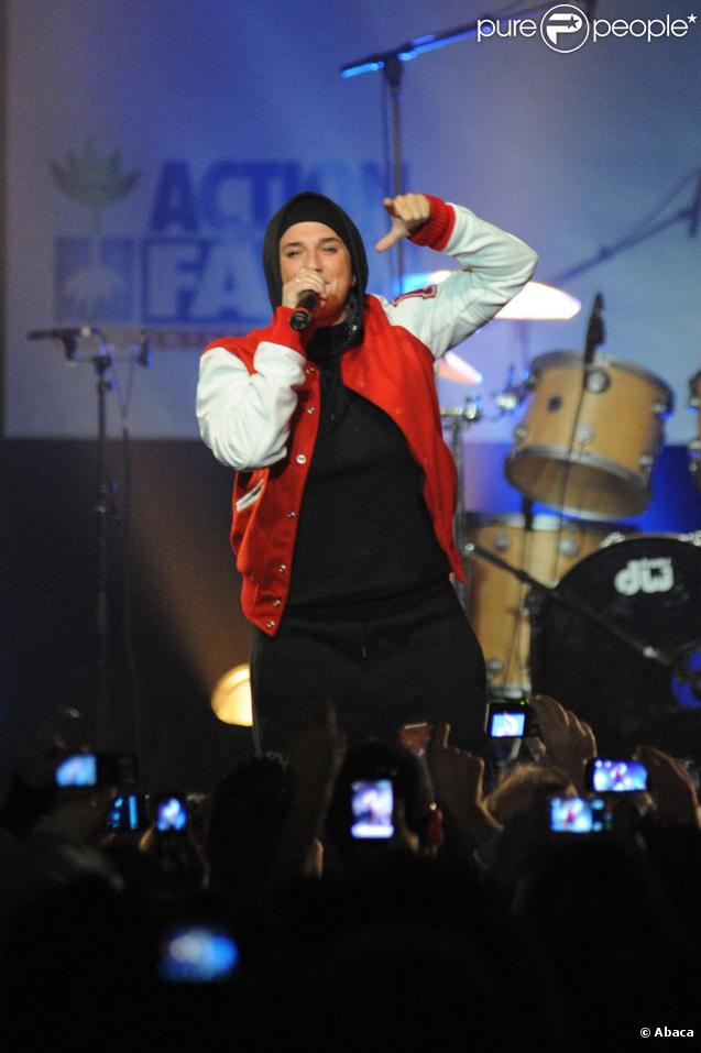 Diam's sur la scène du Zénith au concert de soutien à Haïti, le 24 janvier 2010 !