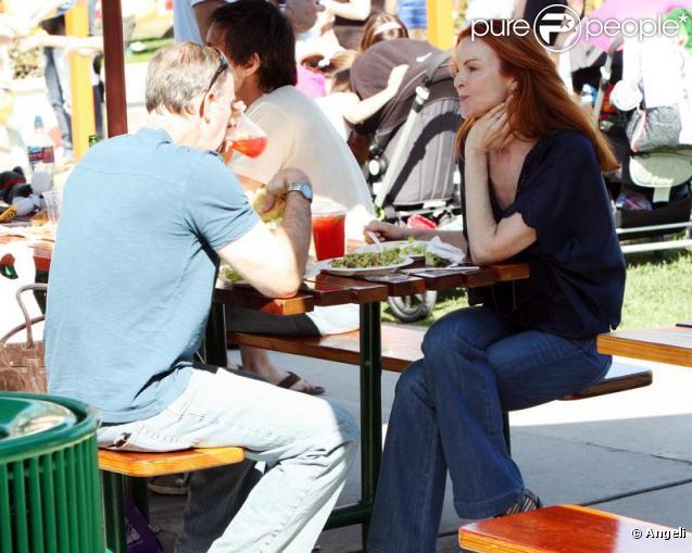 Marcia Cross et son mari Tom Mahoney se promènent et déjeunent en tête à tête pour la Saint Valentin à Malibu le 14 février 2010