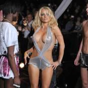 Pamela Anderson : Complètement déshabillée sur le podium ! (réactualisé)