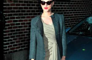 Regardez Scarlett Johansson divine et sexy... en magnifique gravure de mode !