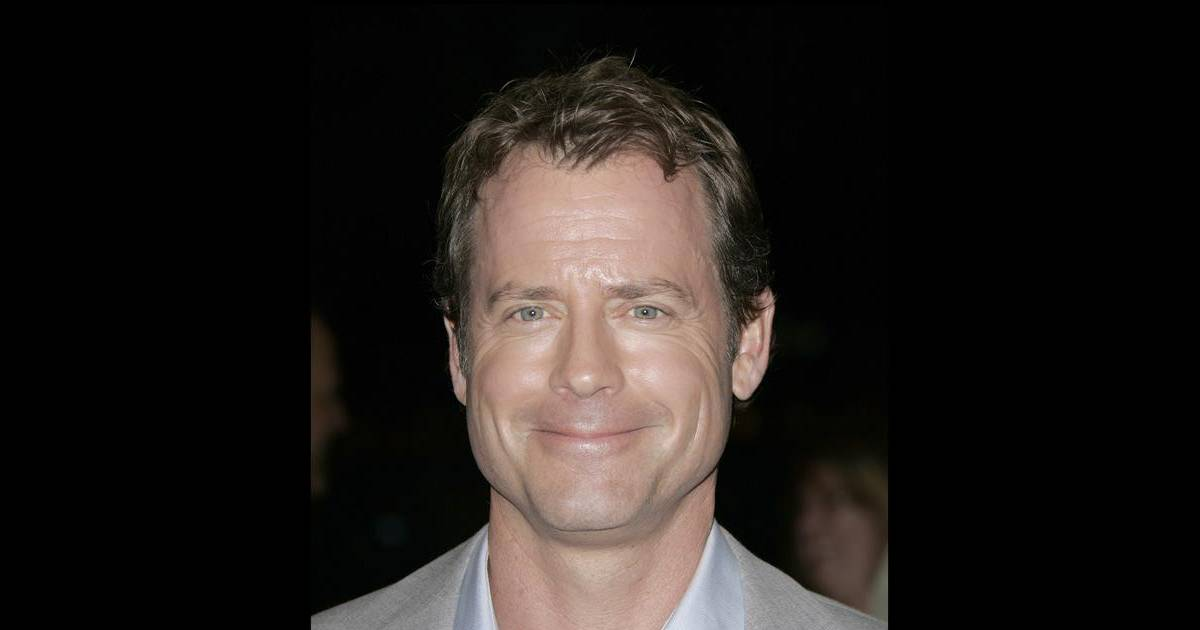kinnear divorced singles Watch movies and tv shows with actor greg kinnear starred in online parents are divorced successful and single businesswoman kate holbrook has long put her.