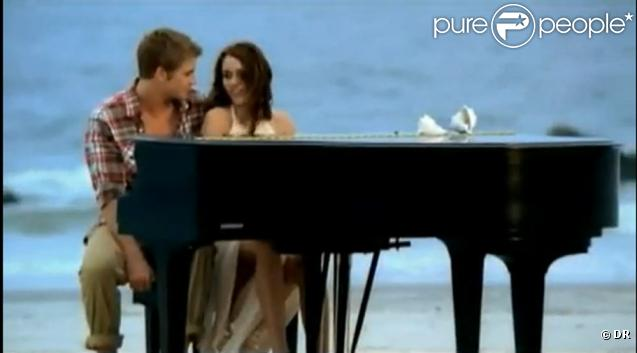 Miley Cyrus - extraits de son dernier clip When You Look At Me