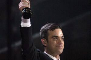 Quand Robbie Williams voyage... mais qu'est-ce que c'est que cette tenue ?