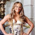 Mariah Carey, elle, préfère mettre les deux mains sur ses hanches... Un technique de la diva pour affiner sa silhouette ! Quand on est une star on l'est jusqu'au bout !