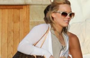 Hilary Duff profite de son chéri sous le soleil... ravie de sa grosse bague de fiançailles !