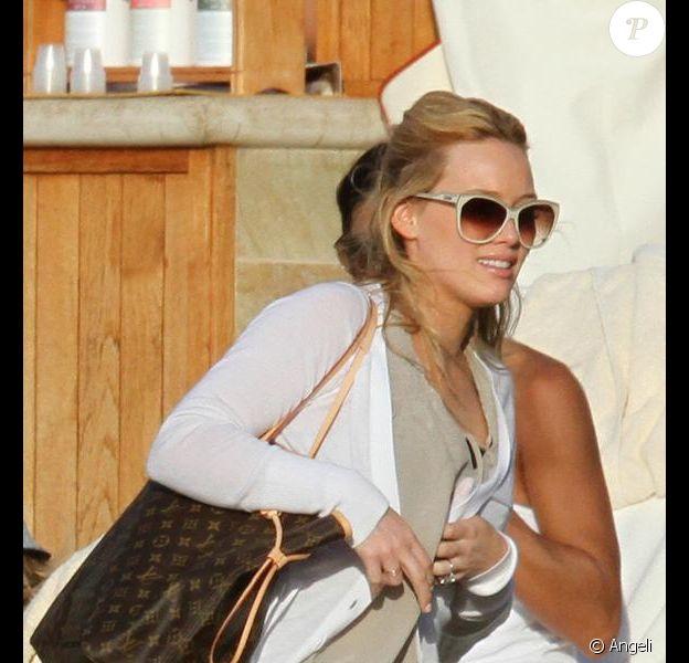 Hilary Duff à Mauï... Quelle belle bague !