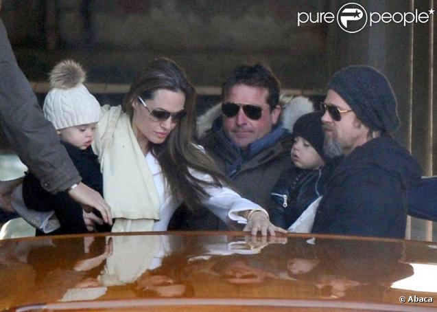 Angelina Jolie, Brad Pitt, Zahara et les jumeaux à Venise.