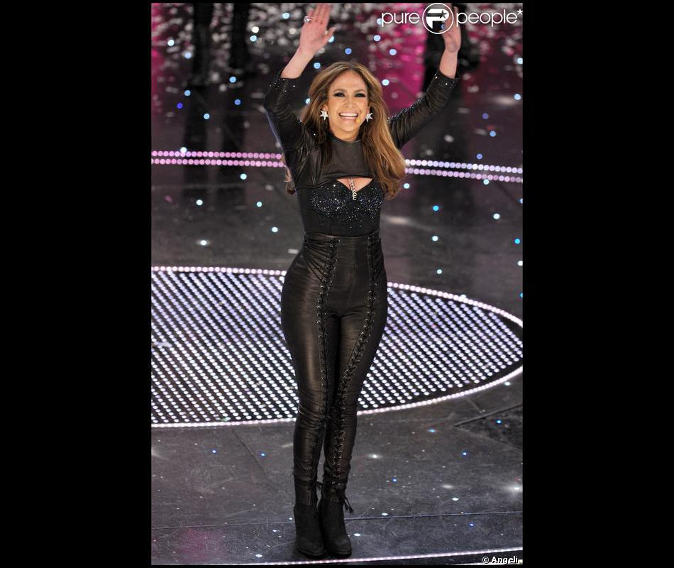 jennifer lopez dans une combinaison en cuir elle a os. Black Bedroom Furniture Sets. Home Design Ideas