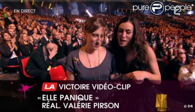 Olivia Ruiz et Valérie Prison - réalisatrice du clip d' Elle panique  - reçoivent la Victoire du Vidéo-Clip.
