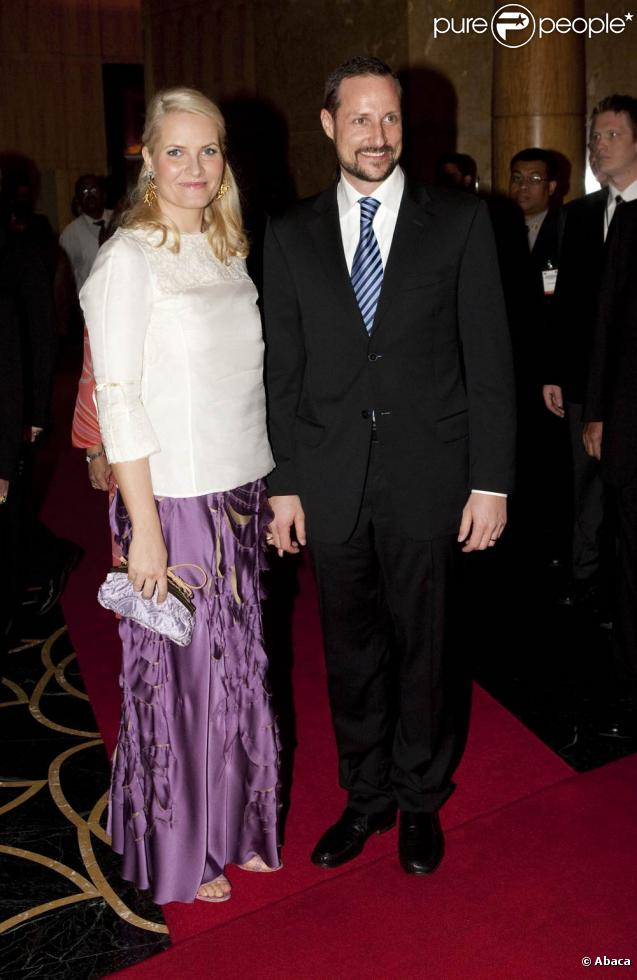 Haakon et Mette-Marit de Norvège, suffisamment remise de sa blessure aux cervicales, sont en visite en Malaisie, début mars 2010