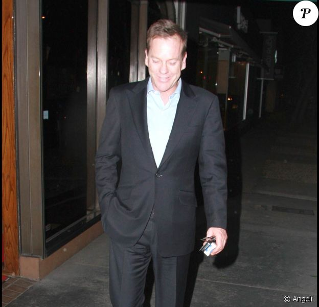 Kiefer Sutherland à sa sortie du restaurant Madeo de West Hollywood, à Los Angeles, le 12 mars 2010.