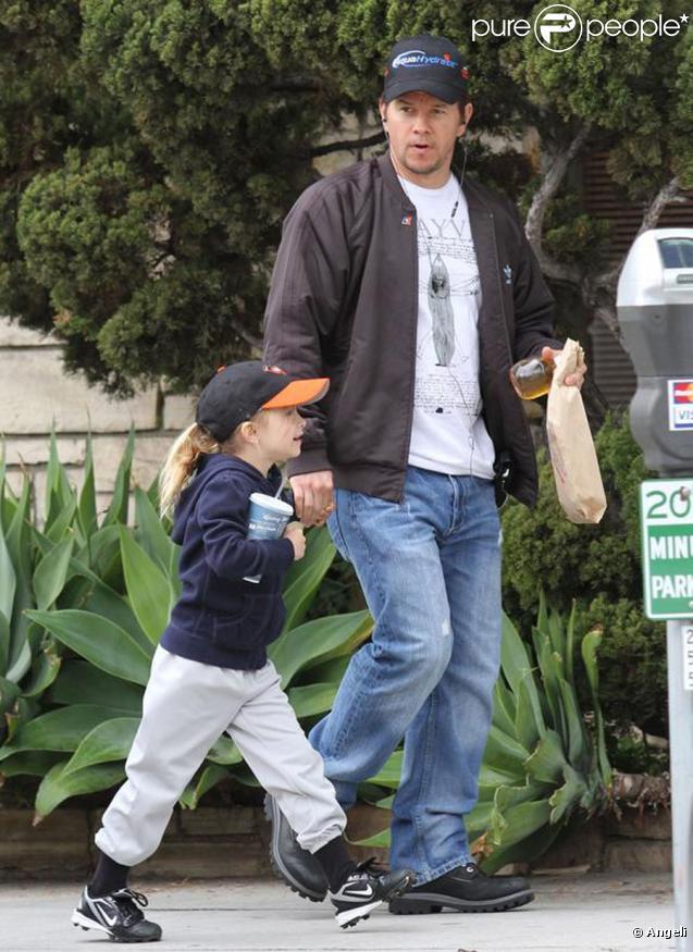Mark Wahlberg avec sa fille Ella Rae, à Beverly Hills le 6 mars 2010