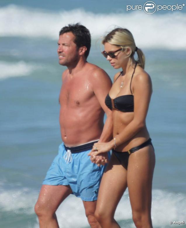 Le champion du monde Lothar Matthäus et sa superbe femme, Kristina Liliana, sur une plage de Miami, en Floride, le 20 mars 2010.