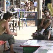 La Ferme Célébrités en Afrique : Regardez Mickaël et David comploter... contre Hermine ! La nouvelle ennemie numéro 1 ?