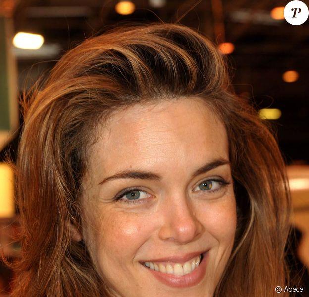 Julie Andrieu au Salon du Livre de Paris, le 26 mars 2010