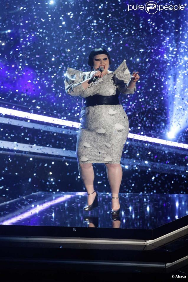 Beth Ditto et Gossip interprètent le single  Heavy Cross , sur le plateau de  Wetten Dass...?  le 27 mars 2010 !
