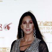 Cher : À 63 ans, toujours au top, la chanteuse se met au surf !