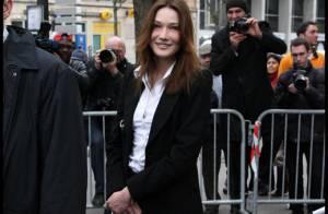 Pour Carla Bruni, une combinaison de pilote sur mesure... Version Dior ou Chanel ?
