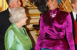 La reine Elizabeth II pique un fou rire, sous le charme de la Première Dame du Qatar !
