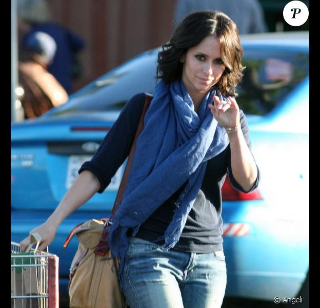 Jennifer Love Hewitt, à Los Angeles, sort du magasin Gelson. Avril 2010