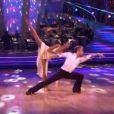 Nicole Scherzinger et son partenaire Derek Hough exécutent une rumba  dans Dancing With The Stars