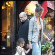Katie Holmes et sa fille Suri passent la journée à Manhattan (9 avril 2010)