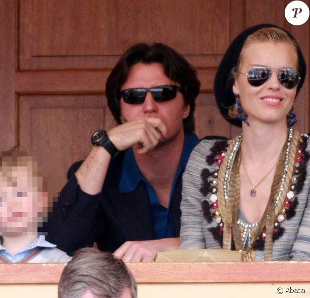 Eva Herzigova, son compagnon Gregorio avec leur fils George, lors de la demi-finale des Masters de Monte-Carlo le 17 avril 2010