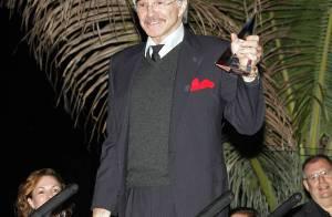 Burt Reynolds : Un mois après son quintuple pontage, le légendaire acteur se porte comme un charme... et le prouve !