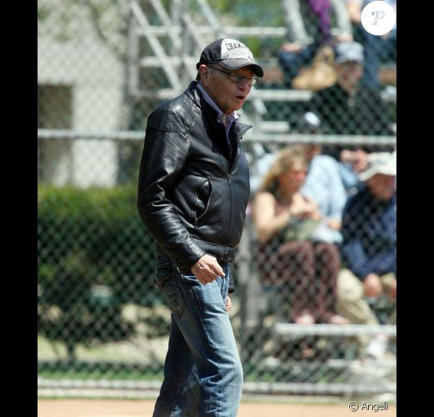 Larry King assiste à un match de baseball de ses enfants Chance et Cannon en présence de son ex-femme Shawn Southwick à Beverly Hills le 24 avril 2010