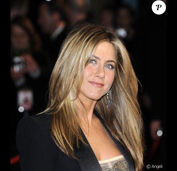 L'actrice Jennifer Aniston et sa magnifique chevelure lâchée au vent !
