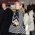 La diva Kate Hudson, vêtue d'un poncho Louis Vuitton, lors de la projection de The Killer Inside Me durant le festival de Tribeca à New York le 27 avril 2010