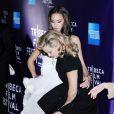 Un gros coup de vent surprend Jessica Alba et Kate Hudson lors de la projection de The Killer Inside Me durant le festival de Tribeca à New York le 27 avril 2010