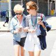 """Michelle Williams se promène à New York avec une amie le 7 mai 2010"""