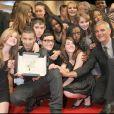 Laurent Cantet pose avec la Palme d'or en 2008 avec les acteurs de son film récompensé, Entre les murs