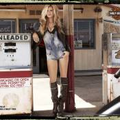 Marisa Miller : Le célèbre ange se dévoile en bikeuse torride...