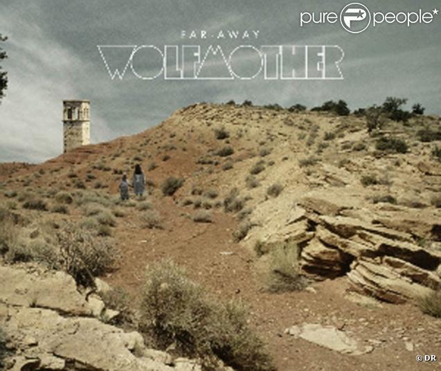 Malgré des mouvements sismiques dans son line up, le groupe de hard rock australien Wolfmother tient bon et dévoile en 2010, au coeur de son  New Moon Rising Tour , le clip de  Far Away , extrait de  Cosmic Egg ...