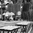 Lundi 10 mai. Place des Lices. La maison CHANEL a organisé une partie de pétanque particulièrement festive.