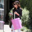 Ashley Tisdale fait du shopping dans le quartier de West Hollywood le 13 mai 2010