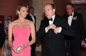 Le prince Albert de Monaco et sa chérie l'élégante Charlene félicitent leur champion !