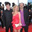Louis Chédid et Renaud Cestre ainsi qu'Ophélie Bazillou lors du tapis rouge du film Biutiful pendant le festival de Cannes le 17 mai 2010